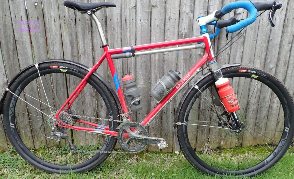 The Boken 40mm tires on the Raleigh Tamland Two.