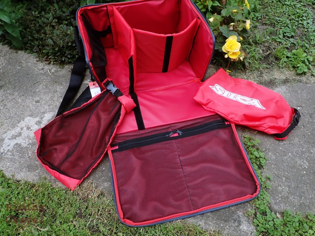 An interior view of the Maratona Minimo bag with accessory bags shown as well.