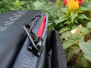 Detail shot of Maratona Minimo's waterproof zipper.