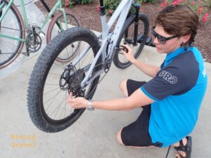 A Shimano rep pointing out the shift ramp technology of XTR cassettes,.