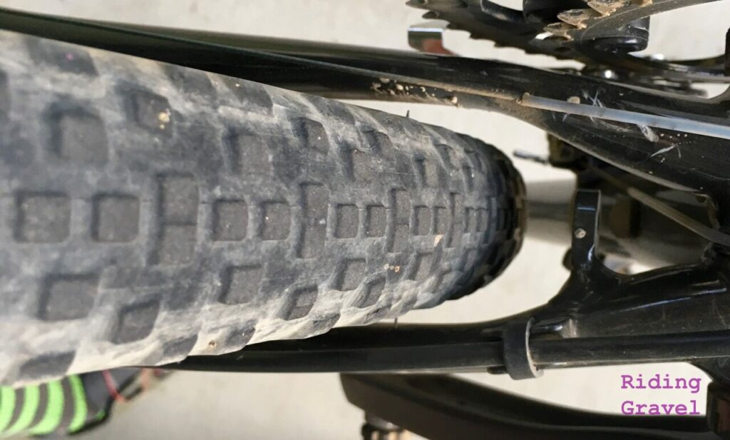 Detail of tire clearance on the rear tire/chain stay area.